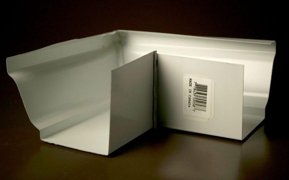 Prepainted Steel Corner O/S (L5058)